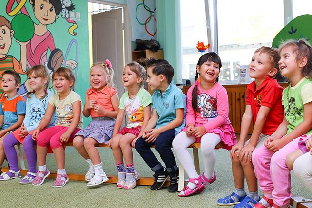 幼稚園、保育園で人気の幼児教育!モンテッソーリ教育とシュタイナー教育で学ぶ学校一覧